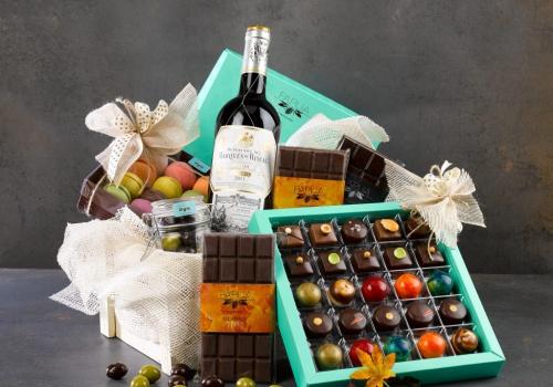 חבילות שי לחג, מארזים מתוקים וסלסלות שוקולדים - כיצד להכין מתנה משמחת לחגים