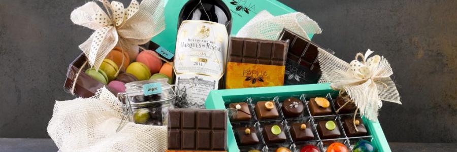 חבילות שי לחג, מארזים מתוקים וסלסלות שוקולדים – כיצד להכין מתנה משמחת לחגים
