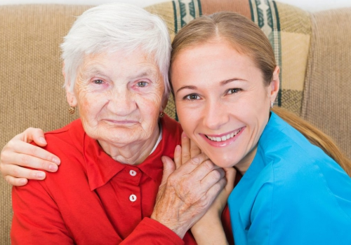 במיוחד בתקופת הקורונה – דרושות מטפלות לקשישים