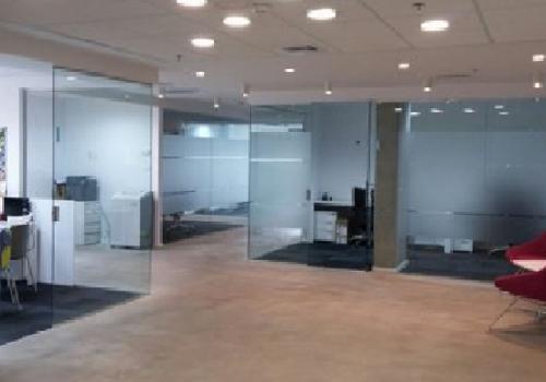 בחירת דלתות זכוכית לבית או לעסק
