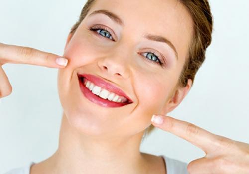 איך יישור שיניים שקוף למבוגרים יכול לעזור לכם?